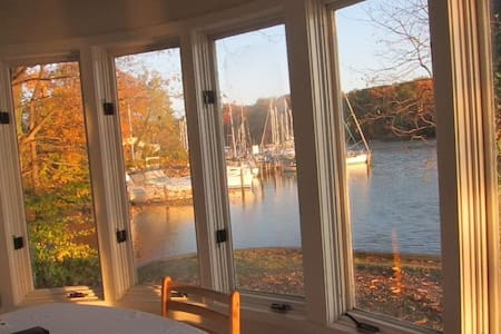 Large peaceful waterfront apartment - Annapolis