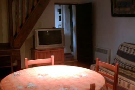 A casa di  Mamo (gîte de village) - Huis