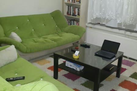 merkezi yerde,2+1 esyali, bir oda - Apartment