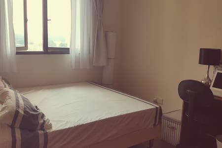 Cosy Room near Redhill MRT - Condominium