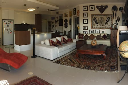 Exotic fully furnished apt near CBD