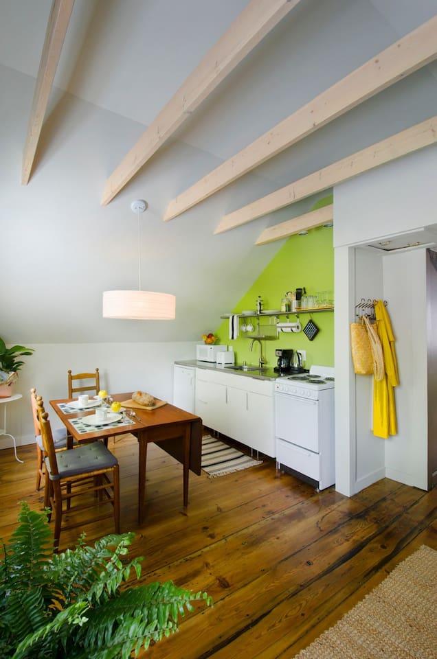 Little Place Guest House (has deck)