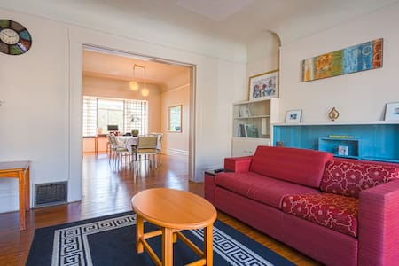 Room type: Entire home/apt Property type: House Accommodates: 8 Bedrooms: 3 Bathrooms: 1.5