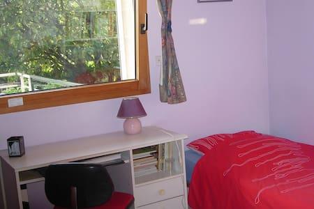 Belle chambre dans maison+cuisine RC - Dům