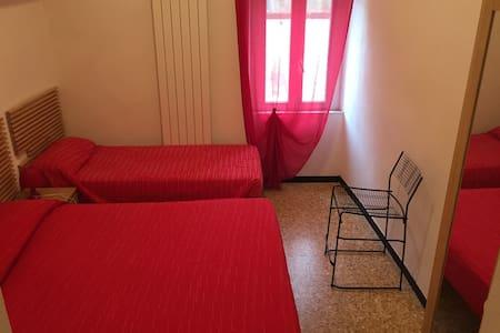 camera con bagno privato numero 8 - Feglino - Wohnung