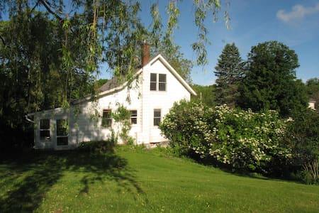 Bird Haven : Germantown - House