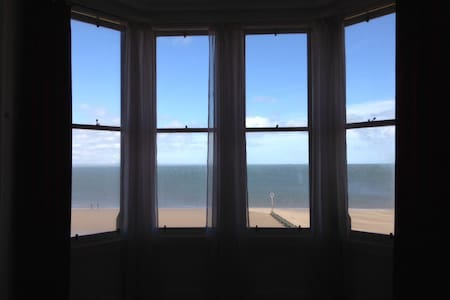 Beach front bedroom - awesome view - Lägenhet