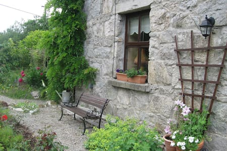 Cosy room on Connemara Mountain-Moycullen, Galway. - Galway - Cabin