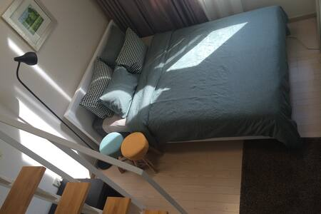 Comfortable Modern Duplex Studio nearby Youngsan, Itaewon,Hongdae and Myeondong. My studio is located in Yongsan very close to the central downtown Seoul.  Great location and atmosphere, close to the excellent transportations, local attractions.