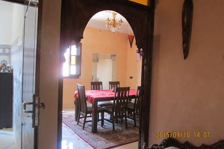 Room type: Private room Property type: House Accommodates: 10 Bedrooms: 1 Bathrooms: 3