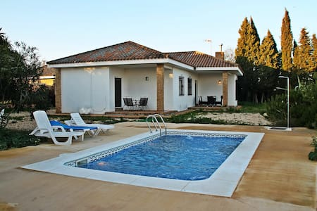 Vistas, piscina, BBQ, Wifi,chimenea - Niebla - Xalet