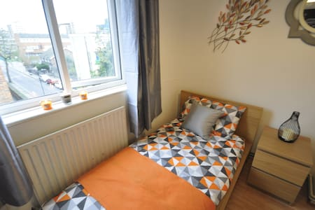 LOVELY ROOM IN HOXTON FOR 1. (CHA-3