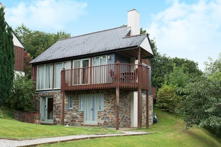 Three bedroom detached lodge - No 5 - Saint Mellion
