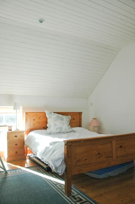 Comfortable, bright and spacious double bedroom
