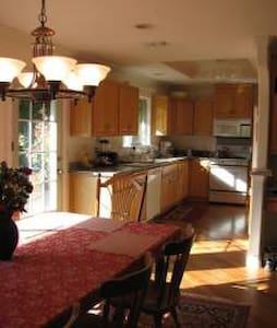 10/23-10/ 28    UPSTAIRS PRIVATE ROOM - Ház