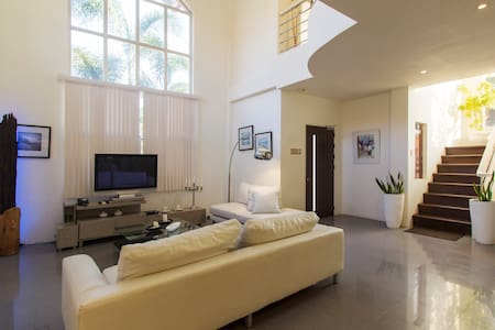 Luxury Villa with Pool,WIFI city - House