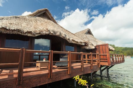 Bora Bora Yacht Club has been operating proudly since 1972. We offer our guests bungalow accommodations, yacht services, a bar and a restaurant for lunch and dinner.