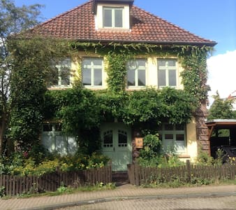 Zimmer mit eigenem Bad & Eingang - Oldenburg - Casa