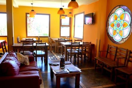 Mandala Hostel Boutique - El Bolsón - Bed & Breakfast