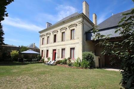 DOMAINE DES ROSES CHAMBRE GRISE - Bed & Breakfast