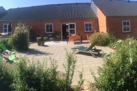 Nyt hus m god plads tæt på Århus. - House