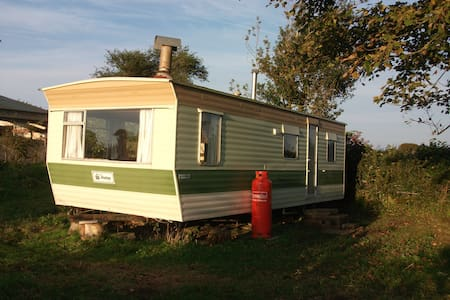 Lovely caravan, great rural views + all mod cons - Altro