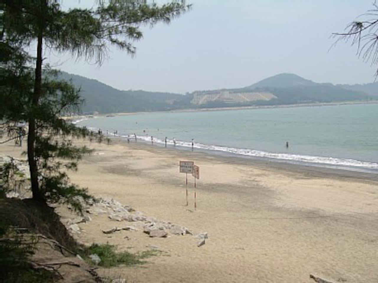 Hac Sa Beach - 2 min walk