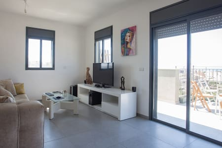 Peaceful, clean room with sea view - Tel Aviv-Yafo - Apartment