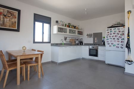 Perfect location in Jaffa for a relaxed or exciting stay. Very spacious and bright room comfortably sleeps 2 in a plush Queen bed. Brand new building is open and airy, with a large kitchen that's fully stocked! Free wifi, and wonderful roommate :)