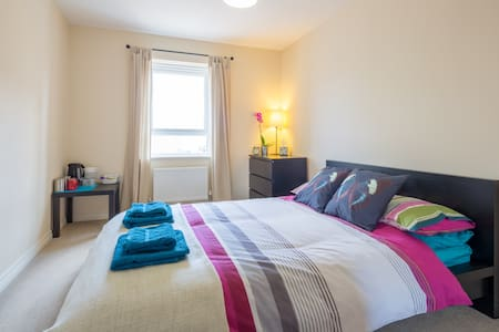 Modern double bedroom, Biggleswade - Casa
