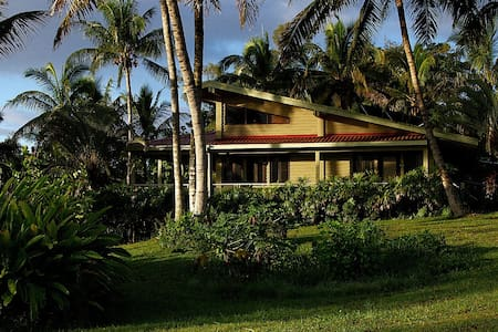 If you want to get away from it all, then come to Kapoho View!  This tropical country home is surrounded by the real Hawaii that you've always imagined.  Lush tropical foliage and tall palms surround you - this is a true Hawaii country home.