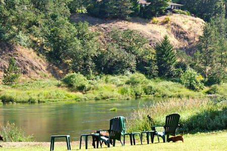 North Umpqua River, Glide, OR -  Private entrance! - Haus