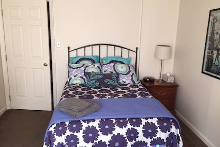 Comfortable Room 10 min from Campus