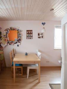 Small house w. garden Oktoberfest - Mering - Hus