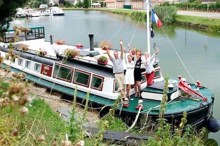 Péniche à quai ,gîte de charme - Barca