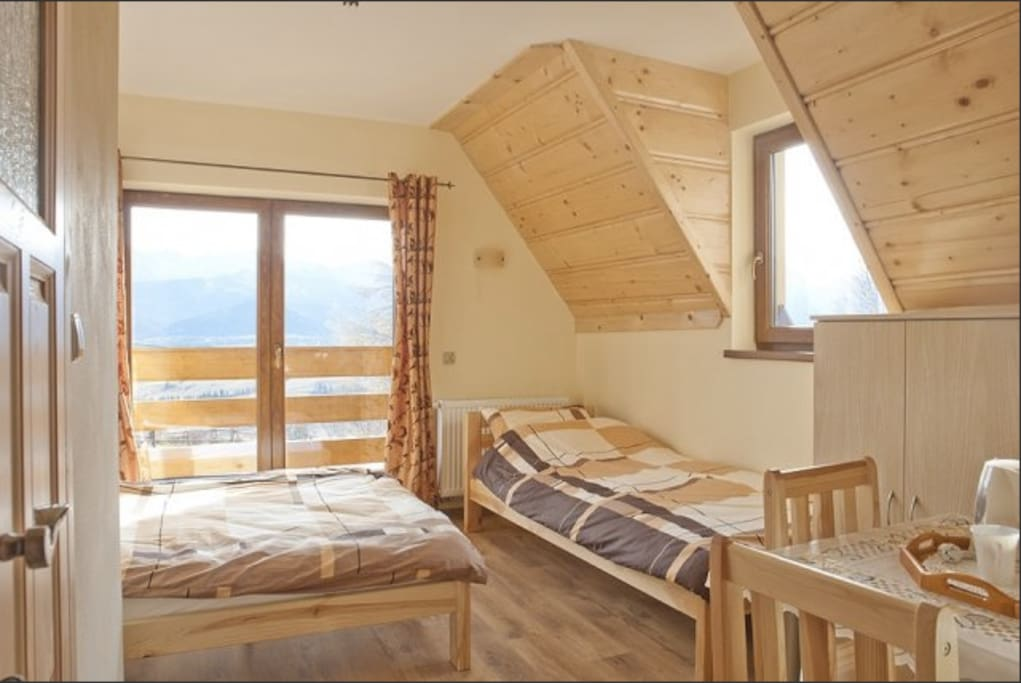 Spacious room with mountain view