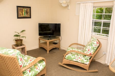 charming comfy cottage - quiet area - Bridgetown - Chalet