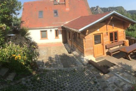 Kleiner Berghof Löwinger/Berghütte - Blockhütte