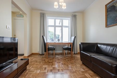 This beautiful apartment is perfectly located down town and absolutely perfect to explore the city. Everything you need and wish for is in walking distance (Flybus, shops etc).  The place is very comfortable, clean, bright and well organized.