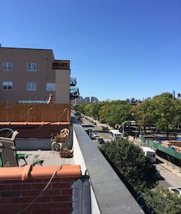 Room in large apt w/ rooftop deck. - Brooklyn  - Apartment