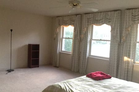 SPACIOUS ROOM QUIET NEIGHBORHOOD - Spring City - House