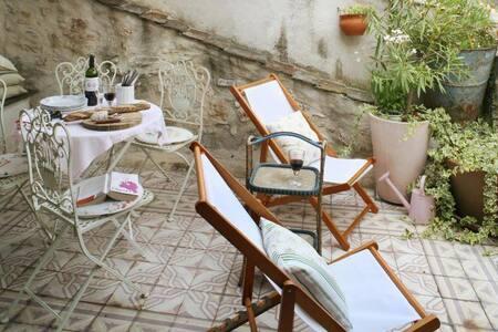 L'Ecritoire   Romantic French house - House