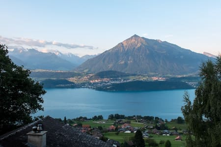 Double Bedroom with great view & private bathroom - Sigriswil