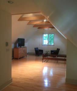 Nyack Loft - one mile from town - House