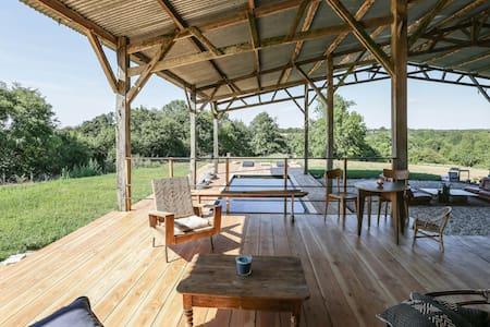 Gîte insolite,design,piscine privée,vue,calme - Nieul-le-Dolent - Villa