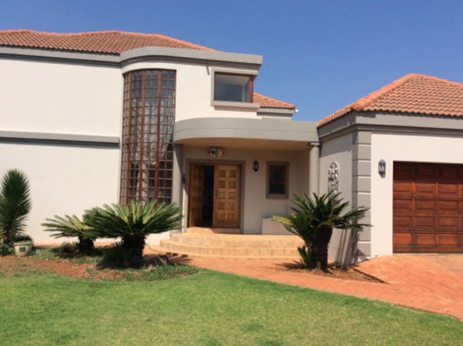 Vilmo house houses for rent in hartebeespoort for Rent house for a night