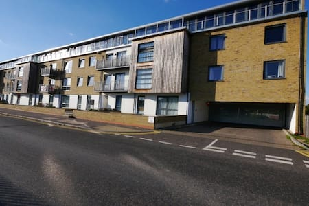 Modern 2 Bedroom 2 Bath Apartment - Hertford
