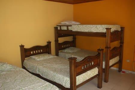 Shared Oceanview Single - Room #4b - Santa Veronica - Villa