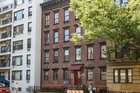 Incredible 2 Story 4 Bedroom Aprtmt - New York - Townhouse