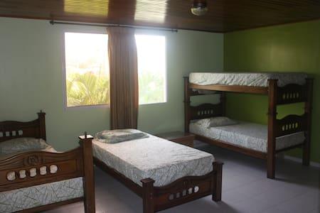 Shared Room (5c) in Oceanfront Home - Santa Veronica - Villa